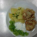 květákové placičky, brambor, jogurtový dip